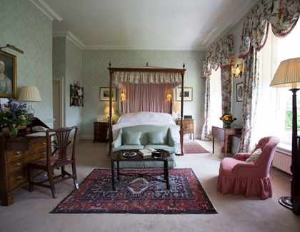 Middlethorpe four poster room